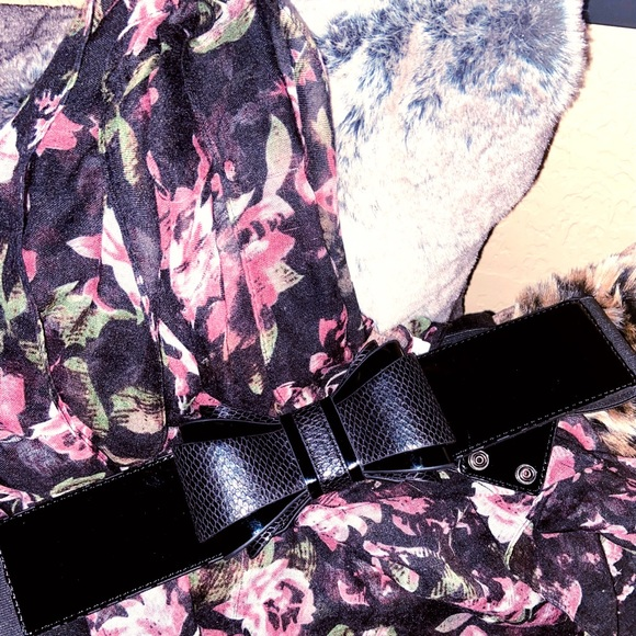 NWT- WHBM PATENT & TEXTURED BOW BELT